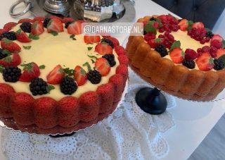 """De perfecte bakvorm voor je cake of taarten? Dan mag deze Charlotte bakvorm niet missen in huis! Met deze bakvorm creër de de mooiste cake met bovenop een mooi 'badje' voor de heerlijke ganache of roomvulling. Wat voor soort taart ga jij klaarmaken? Bakvorm aanschaffen? Deze vind je op de website onder """"Charlotte bakvorm"""" #cake #cakes #birthdaycake #cakedecorating #chocolate #food #dessert #cakesofinstagram #birthday #instafood #cakedesign #cakestagram #foodporn #baking #instacake #yummy #homemade #love #sweet #cupcakes #foodie #bakery #delicious #cakeart #chocolatecake #pastry #instagood #foodphotography #happybirthday #bhfyp"""